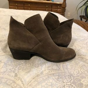 Me too Womens size 8.5 brown bootie